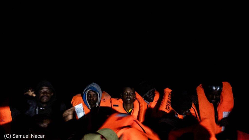 اوپن ارمز شب دوشنبه  ١٥٨ مهاجر را از مدیترانه نجات داد. عکس از  ساموئل ناصر/ اوپن ارمز