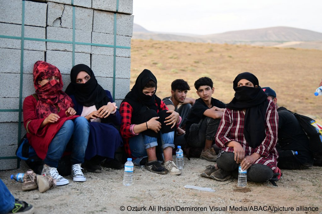 Many Afghan refugees are attempting to reach Europe on foot by travelling the dangerous land route via Iran and Turkey | Photo: Ali Ihsan Ozturk/Demiroren Visual Media/ABACA/picture-alliance