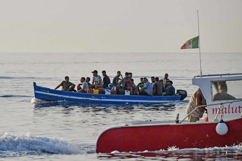A migrants' boat arrives in the port of Lampedusa | Photo: ANSA/ALESSANDRO DI MEO