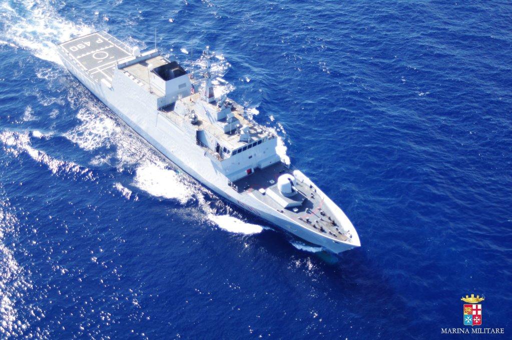 البحرية الإيطالية تنقل 100 مهاجر إلى ميناء جنوى. المصدر: البحرية الإيطالية