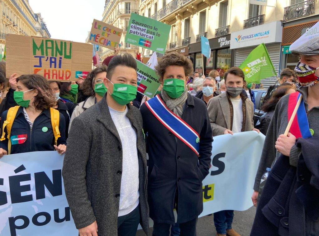 رضا جعفری همراه با ژولین بیو، منشی عمومی سبزها در  راهپیمایی برای اقلیم، ۲۸ مارچ ۲۰۲۱. عکس DR