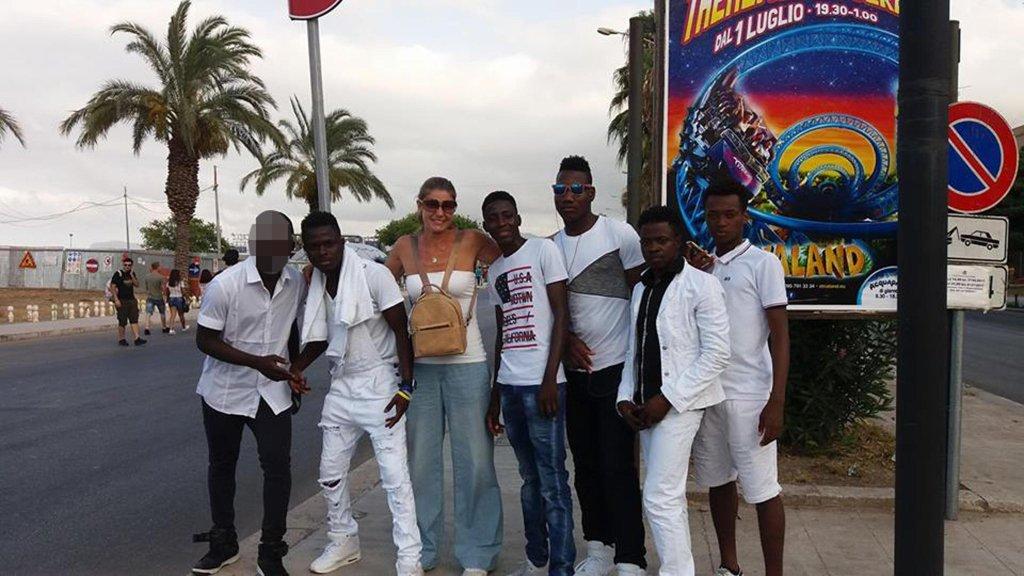 ansa / مجموعة من المهاجرين الأفارقة في باليرمو المصدر: أنسا/ سيرجينانو لارا