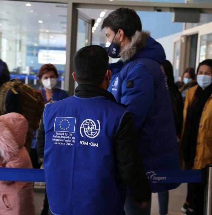 المنظمة الدولية للهجرة تنظم عمليات إعادة توطين اللاجئين. الصورة: IOM Greece تويتر