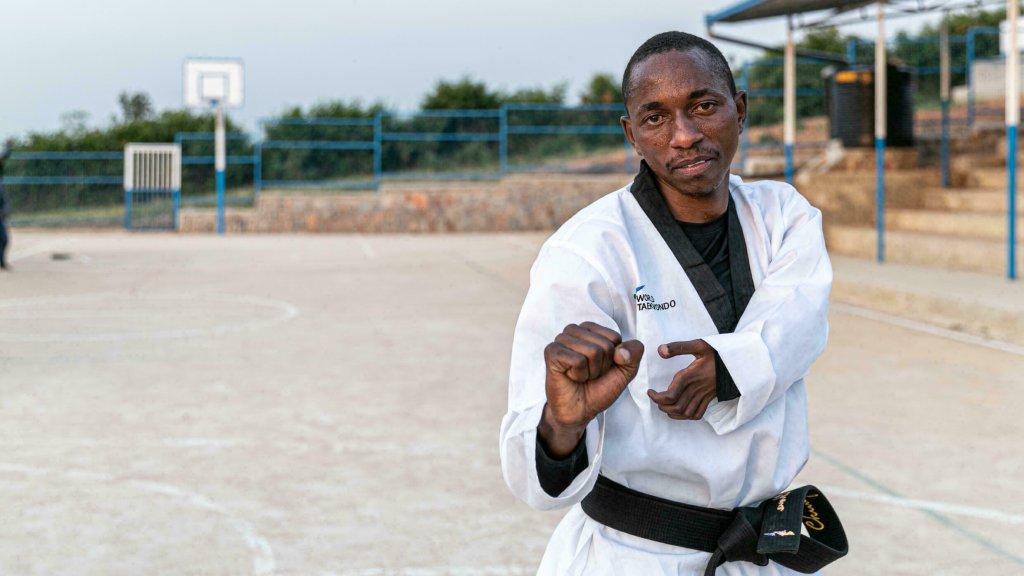 Parfait Hakizimana participe à l'épreuve de taekwondo aux Jeux paralympiques de Tokyo. Crédit : HCR