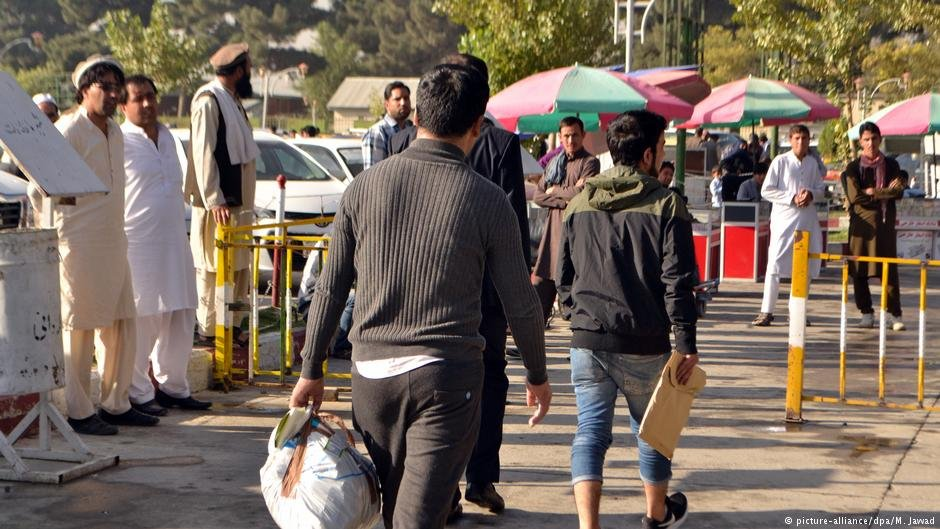 عکس از آرشیف/ یک گروه ۳۶ نفری پناهجویان رد شده از آلمان به کابل رسید.