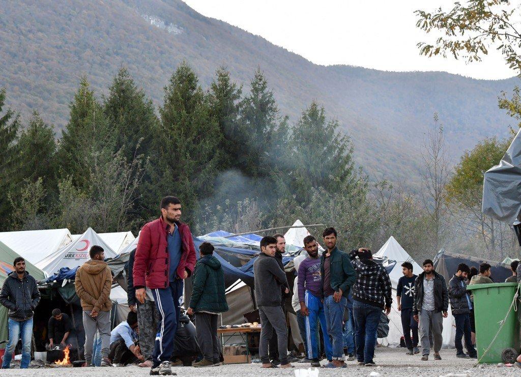 ELVIS BARUKCIC/AFP |Des migrants venus pour la plupart d'Afghanistan ou du Pakistan survivent dans le camp de fortune de Vucjak, dans le nord de la Bosnie.