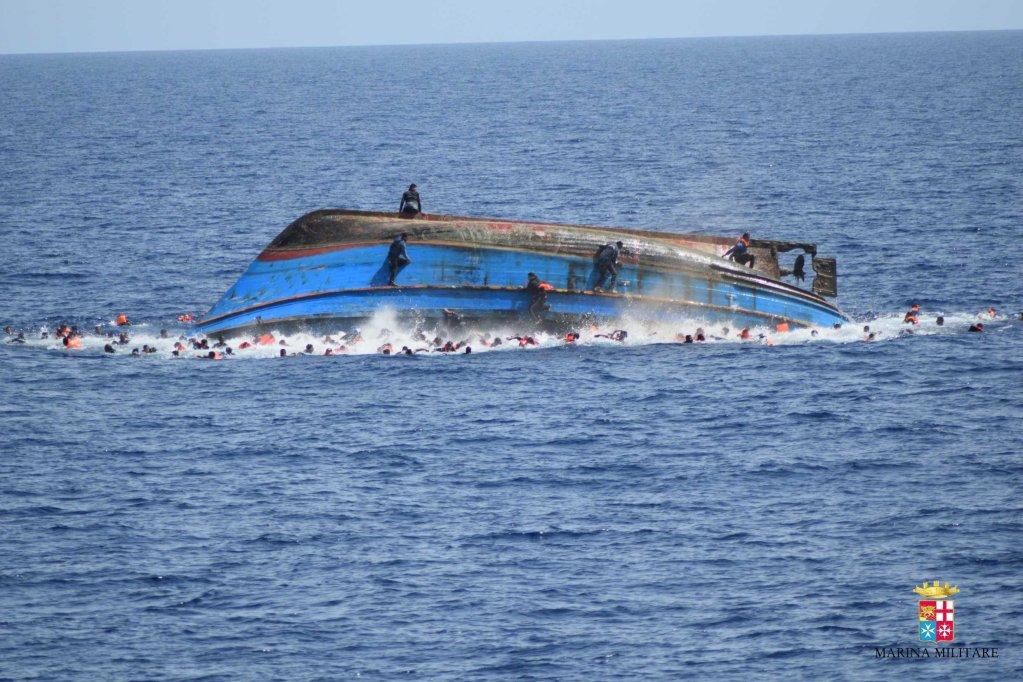 أرشيف / غرق سفينة في خليج صقلية. المصدر: أنسا.