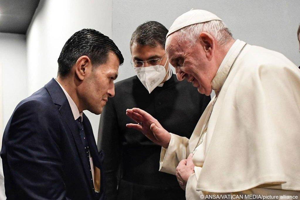 البابا فرانسيس يلتقي عبد الله كردي والد الطفل السوري آلان كردي