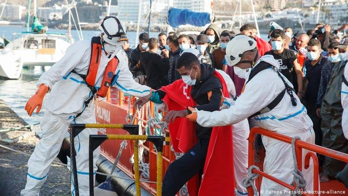More than 1,000 migrants reached the Canary Islands, Spain in the last week | Photo: Europa Press / picture-alliance / dpa