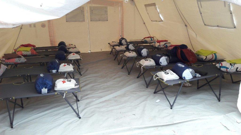 Des tentes installées dans le 15e arrondissement de Paris. Crédit : Association Aurore/InfoMigrants