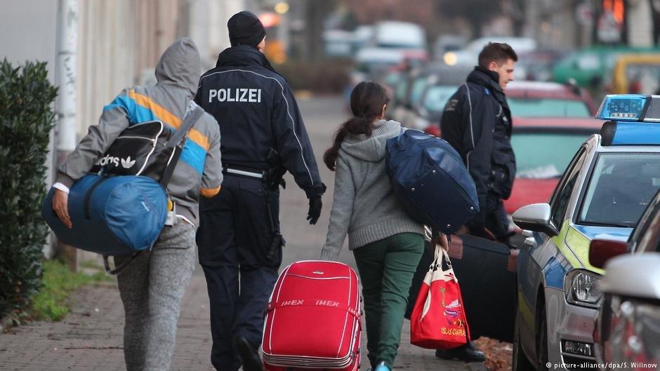 شمار زیادی از پناهجویان رد شده در آلمان به عنوان تحمل شده، زندگی می کنند