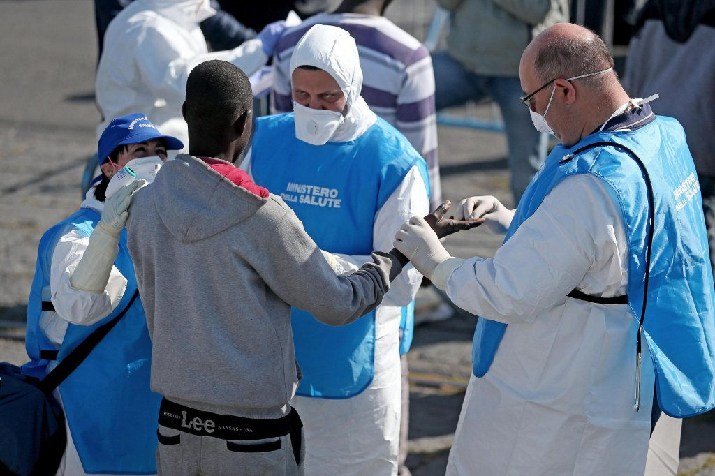 Medical checkup on migrants rescued off Libya | ARCHIVE ANSA/ALESSANDRO DI MEO