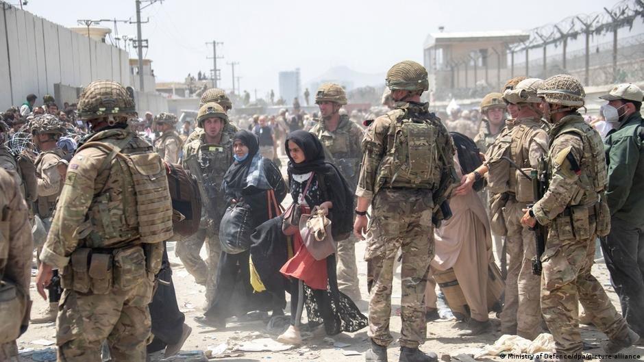 میدان هوایی بین المللی کابل: روند تخلیه افغان ها توسط سربازان امریکایی، آلمانی و دیگر کشور ها(آگست ۲۰۲۱)