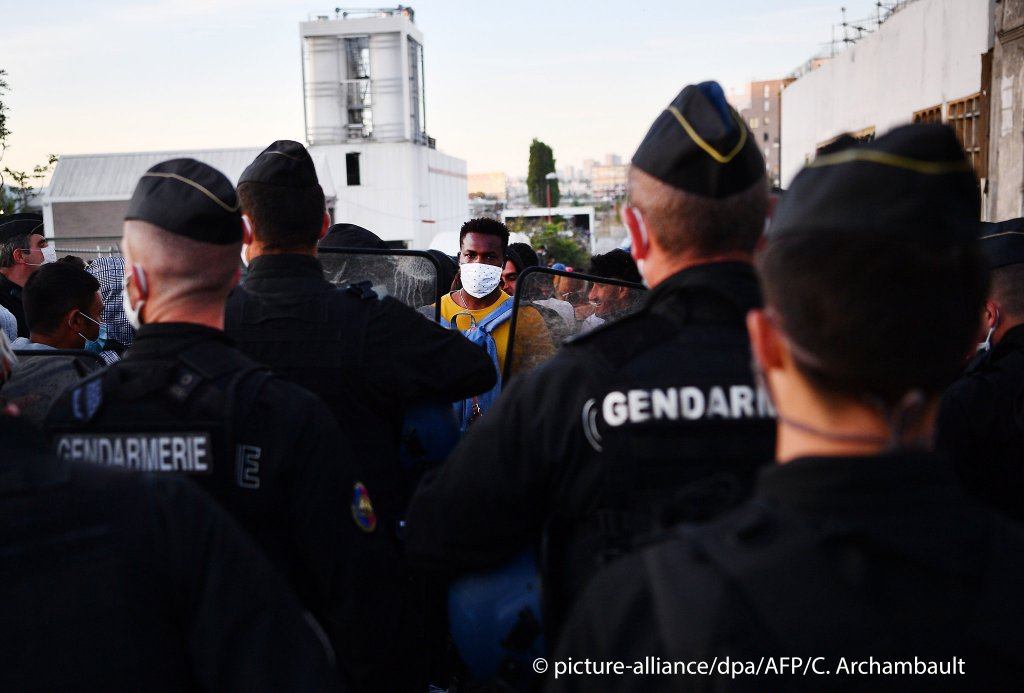 Paris police began the evacuation of the migrant camp in Aubervilliers in the early hours of Wednesday morning, 29 July 2020 | Photo: picture-alliance/C. Archambault