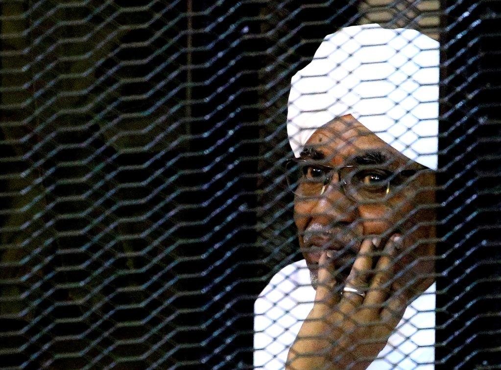 عمر البشير يقبع في سجون الخرطوم. الصورة: رويترز