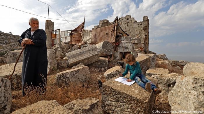 Abdulaziz Ketaz/AFP/Getty Images |الحرب في سوريا هجّرت نصف الشعب السوري.