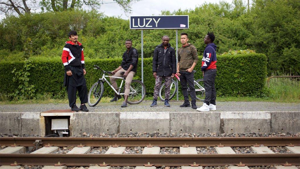 © Sarah Lefèvre |De gauche à droite: Esmatullah, Moussa, Roméo, Mahdi et Arsen, demandeurs d'asile ou réfugiés statutaires et luzicois.