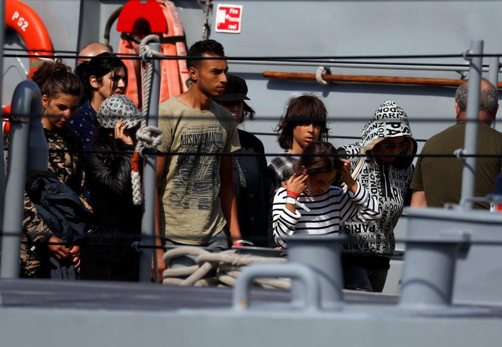 Des migrants sauvés au large de la Libye par le navire humanitaire Aquarius débarquent, le 30 septembre 2018, dans le port de La Valette. (archives) Photo : Reuters