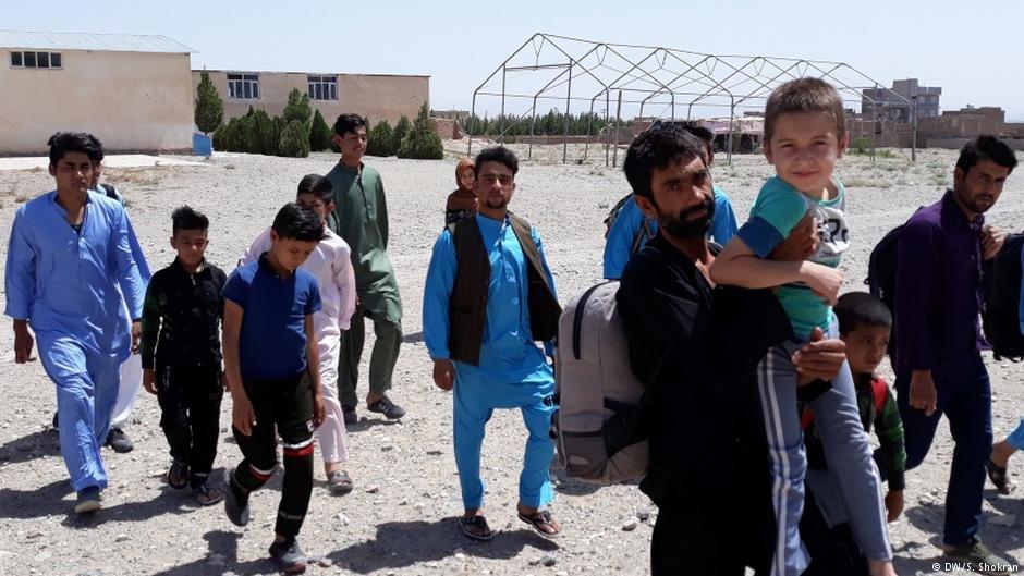 په ايران کي اوسېدونکي زيات افغان کډوال له اقتصادي بې وزلۍ څخه شکايت کوي.