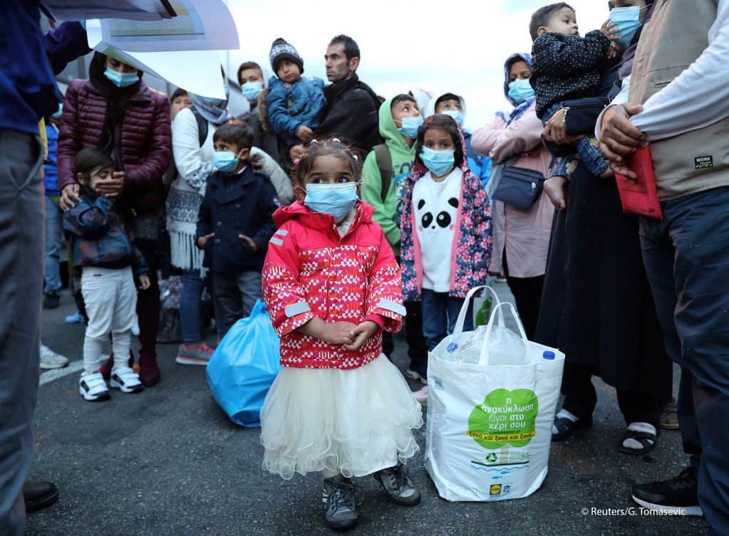 Migrants from the Moria camp in Lesbos wait to board busses at Piraeus port in Athens following the coronavirus disease (COVID-19) outbreak | Photo: REUTERS/GORAN TOMASEVIC