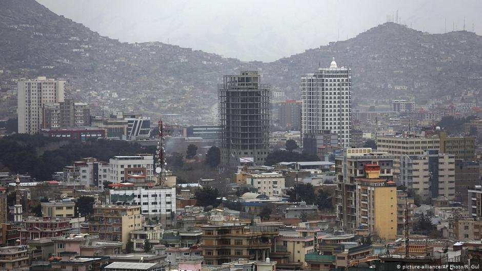 There are no more planes in the sky above Kabul for the time being, leaving those who want to escape only with few options | Photo: picture-alliance/AP Photo/R. Gul