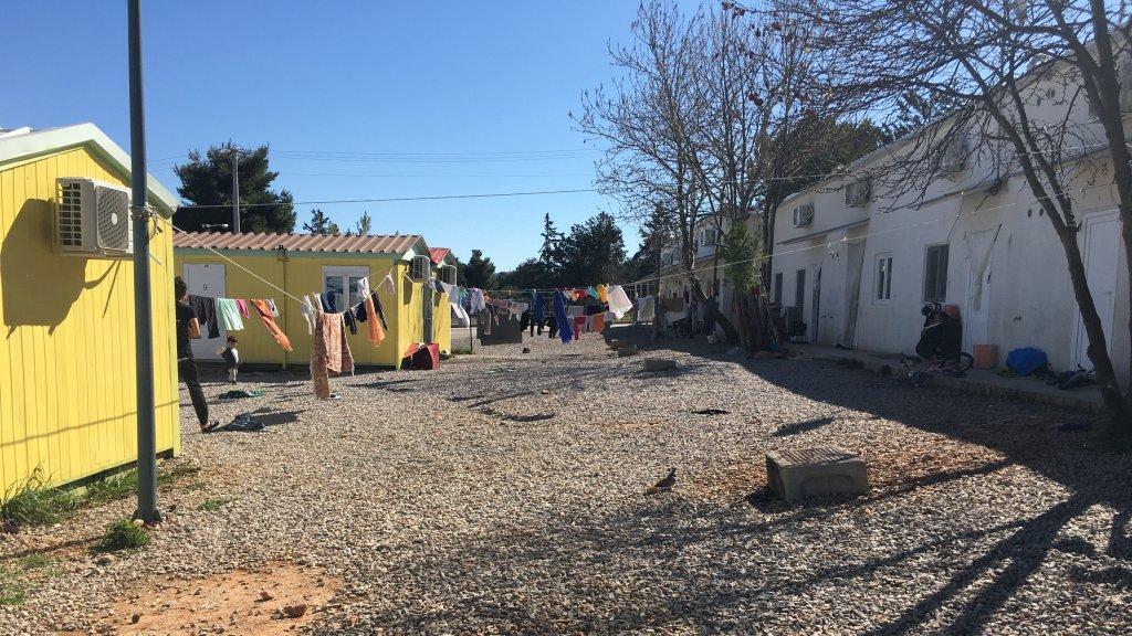 Plus de 1 600 personnes vivent dans le camp de Malakasa, selon l'OIM. Un premier cas de Covid-19 y a été confirmé, ont annoncé dimanche 5 avril les autorités grecques. Crédit : InfoMigrants.