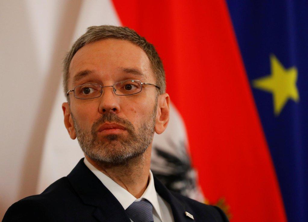 ©REUTERS/Leonhard Foeger |C'est le ministre de l'Intérieur autrichien, Herbert Kickl qui voudrait baisser les salaires des demandeurs d'asile à 1,50 euro de l'heure.
