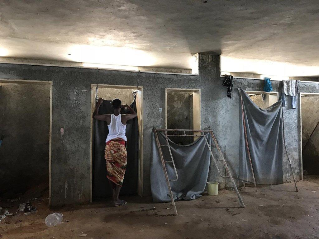 صورة من داخل أحد السجون الليبية مأخوذة من تقرير المرصد الأورومتوسطي لحقوق الإنسان