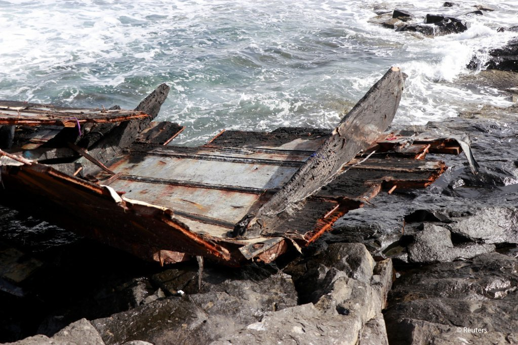 From file: Pieces of a damaged boat carrying migrants from Senegal after it capsized near Cape Verde on November 19, 2020 | Photo: Jorge Avelino/Reuters