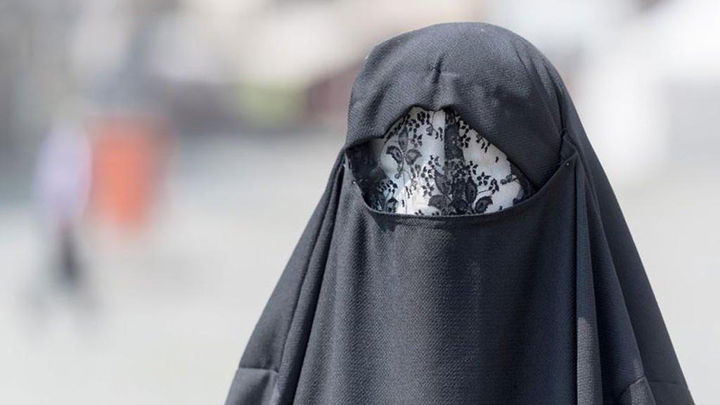 أرشيف |إمرأة ترتدي البرقع