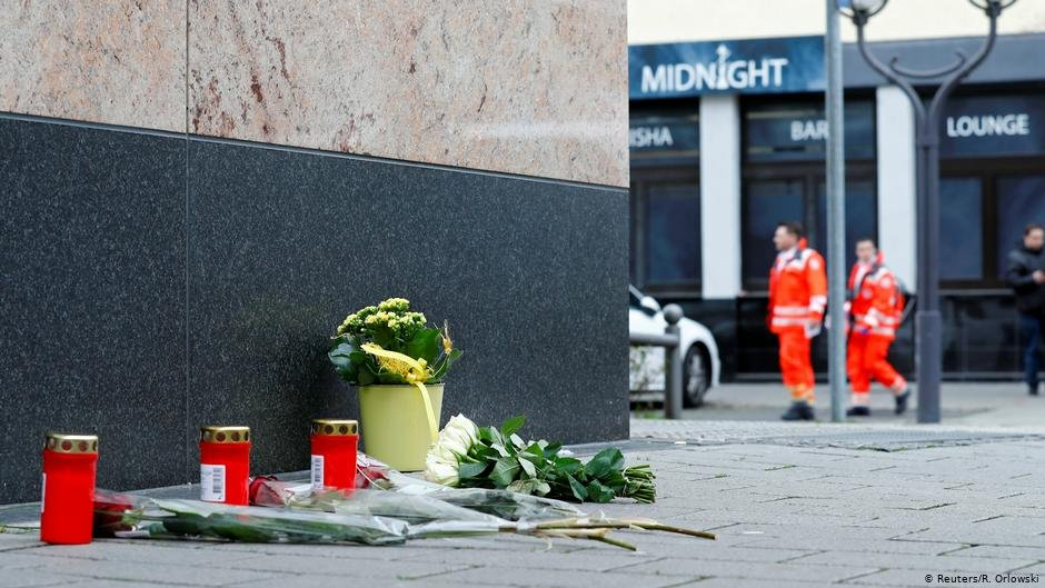 Flowers and candles are placed near the Midnight shisha bar where nine people have so far been confirmed dead in the attacks | Photo: Reuters/R.Orlowski
