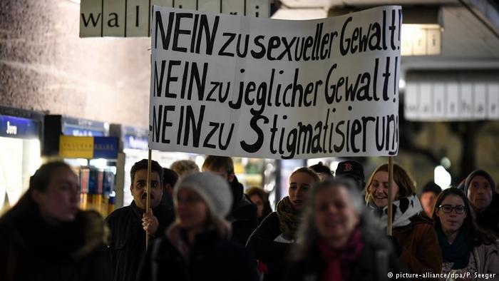 مظاهرة في فرايبورغ بعد حادثة الاغتصاب الجماعي التي شهدتها المدينة تدين الجريمة وتدعو لعدم التعميم