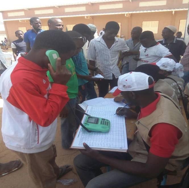 Dans plusieurs pays d'Afrique de l'Ouest, le CICR a installé des kiosques téléphoniques. Crédit : CICR