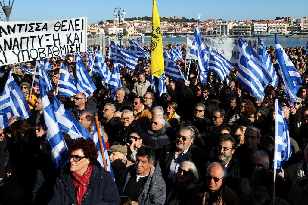 REUTERS/Elias Marcou |À Mytilène, sur l'île grecque de Lesbos, les habitants ont manifesté ce mercredi 22 janvier contre les camps de migrants. Près de 20.000 personnes se concentrent à Lesbos, autour d'un espace prévu pour 3.000.