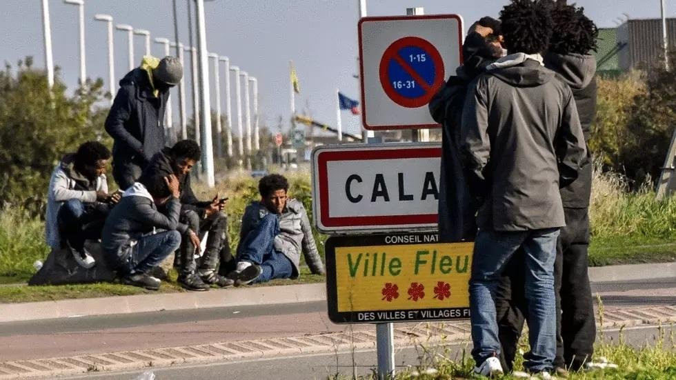 Image d'archives de migrants à Calais. Crédit : Reuters