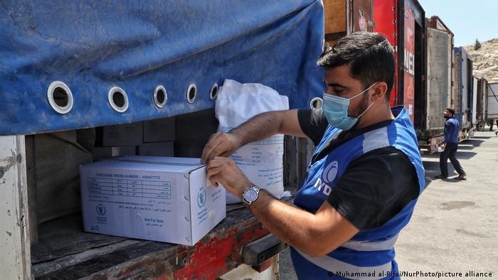 """المنظمات الإنسانية تحذر من """"عواقب وخيمة"""" في حال لم يتم تمديد تفويض توصيل المساعدات عبر الحدود"""