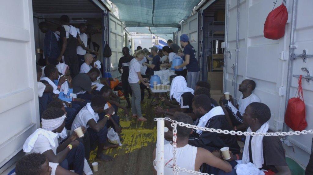 """مهاجرون تم إنقاذهم في المتوسط على متن """"أوشن فايكنغ"""". أرشيف"""