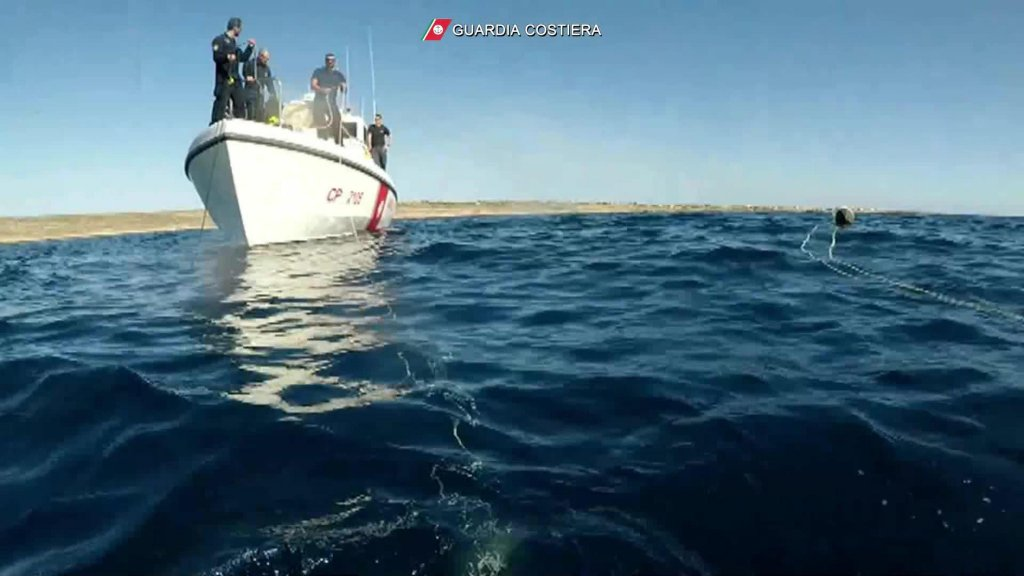 An operation by Italian Coast Guard divers to recover cadavers found after the November 23, 2019 shipwreck off Lampedusa |  Photo: ANSA/COAST GUARD