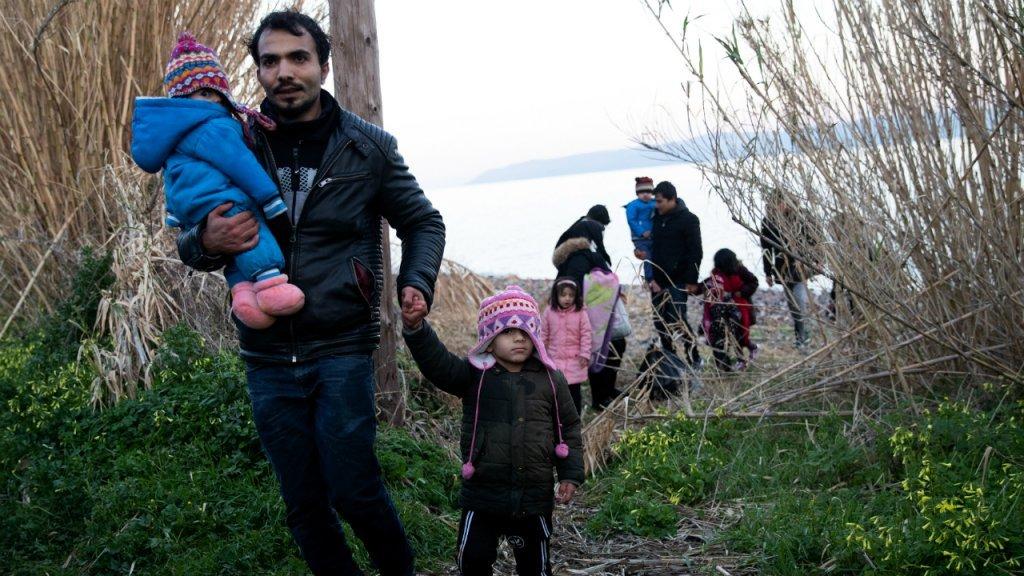 د ۲۰۲۰ د مارچ دویمه: افغان کډوال د لېسبوس ټاپو سکالا سیکامینس ساحل ته نږدې. کرېډېت: رویترز
