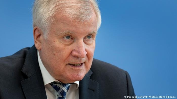 Seehofer said the EU has a big job ahead of it on migration | Photo: Michael Sohn / AP Photo / Picture alliance