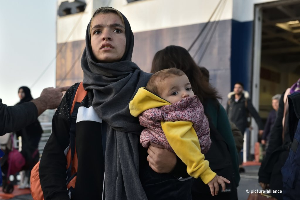 Women made up about 40% of all asylum-seekers, while 24% of asylum applications were filed for children under 14 (pictured: two asylum seekers who were transferred from Lesbos to mainland Greece in November 2019) | Photo: picture alliance / NurPhoto