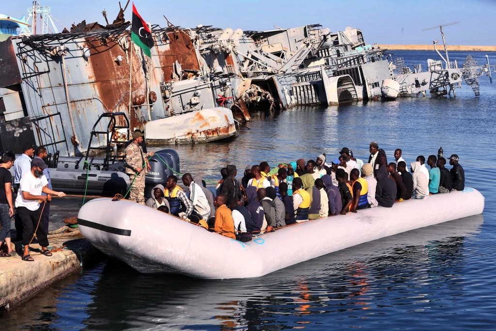 Refugees rescued by the Libyan coast guard arrive at the naval yard in Tripoli, Libya, 29 September 2015 | Photo: EPA/STR