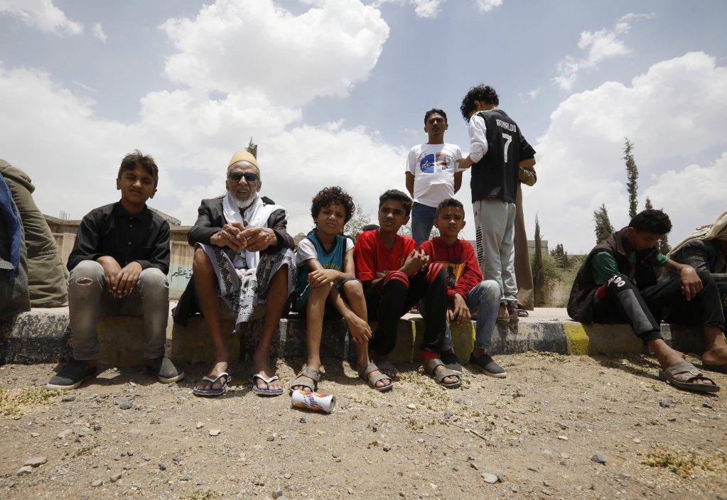 Yemenis wait to get emergency food aid provided by Mona relief agency amid acute food insecurity in Sana'a, Yemen, 12 July 2021 | Photo: EPA / YAHYA ARHAB