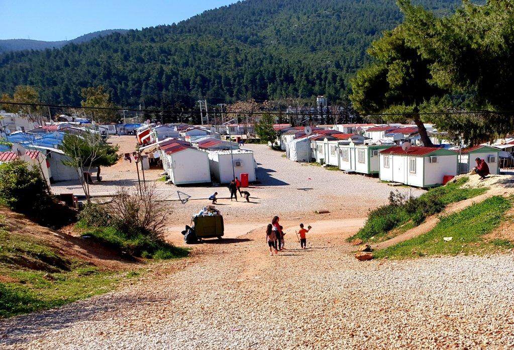 مخيم مالاكاسا لطالبي اللجوء في اليونان. الصورة: دانا البوز