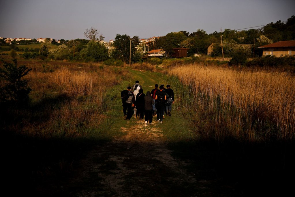 The Syrian man suspected of terrorism is thought to have arrived in Greece in 2018, like this group of Syrians hoping to cross the Evros river in the same year  | Photo: REUTERS