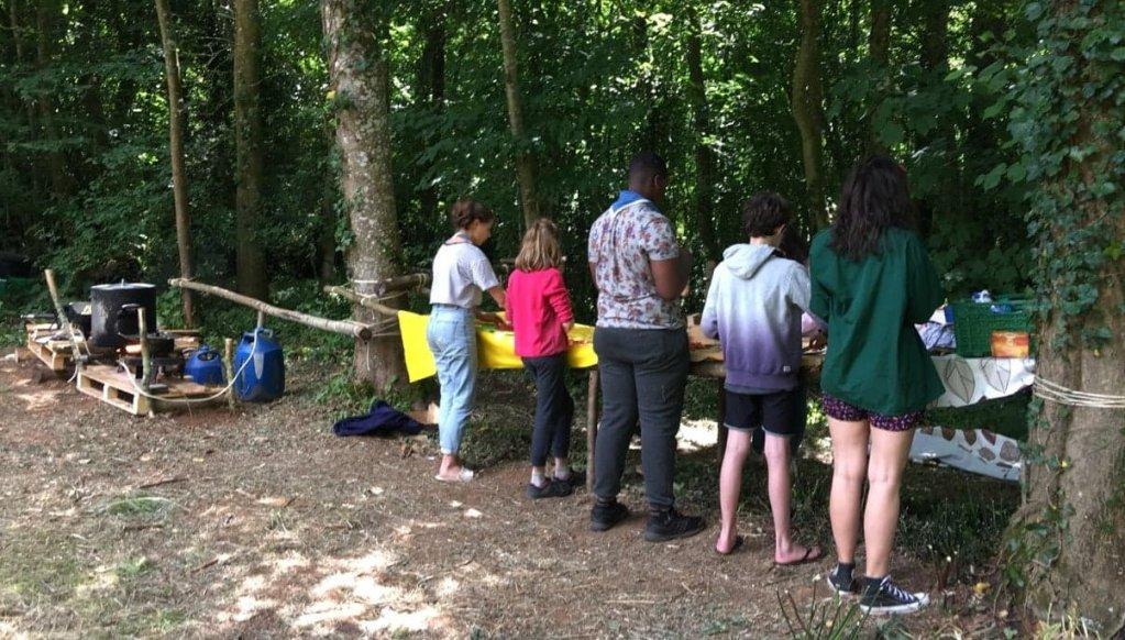Pour ce premier départ de juillet, les scouts des Éclaireuses et éclaireurs unionistes de France se sont rendus dans le parc naturel du Perche, dans l'Orne. Crédit : Paul Wat