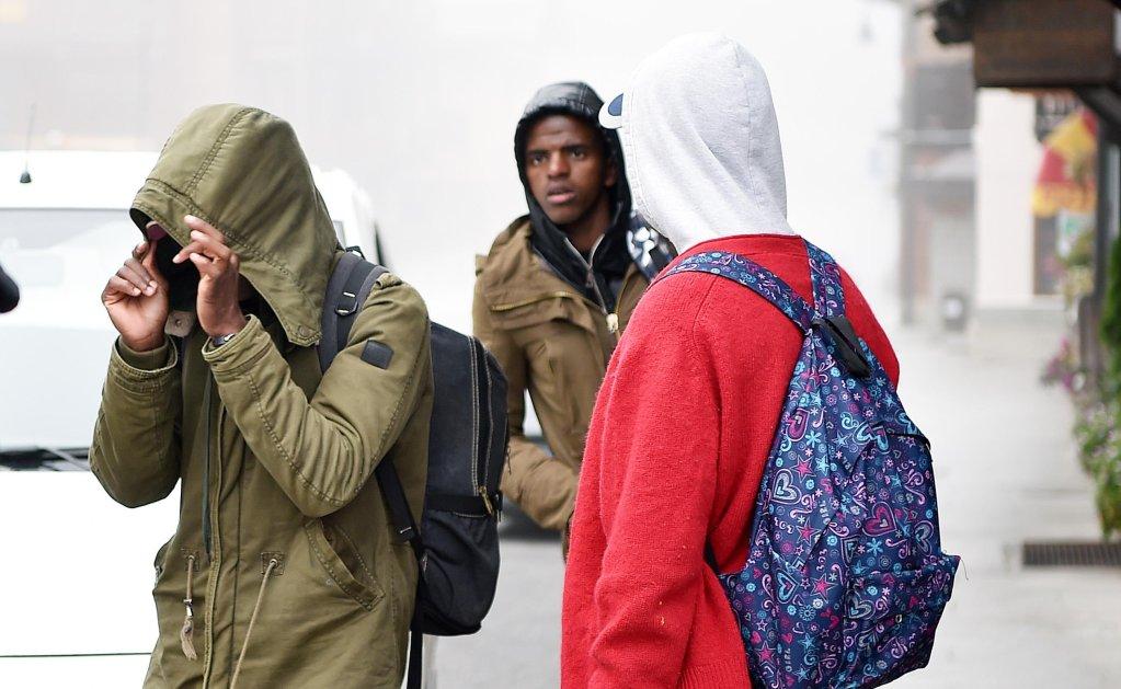 إعادة مهاجرين من فرنسا إلى إيطاليا في كاليفيري، بالقرب من تورينو. المصدر / أنسا / اليساندرودي ماركو.