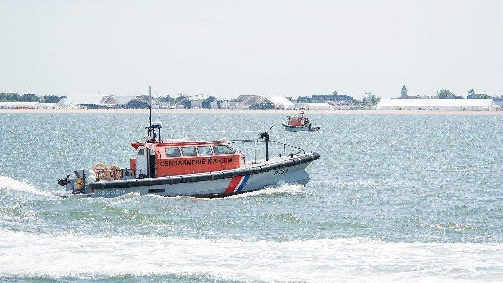 Les autorités maritimes françaises ont retrouvé 54 migrants dans la Manche, entre jeudi et vendredi 23 août. Crédit : Compte Twitter de la Préfecture maritime de la Manche et de la mer du Nord