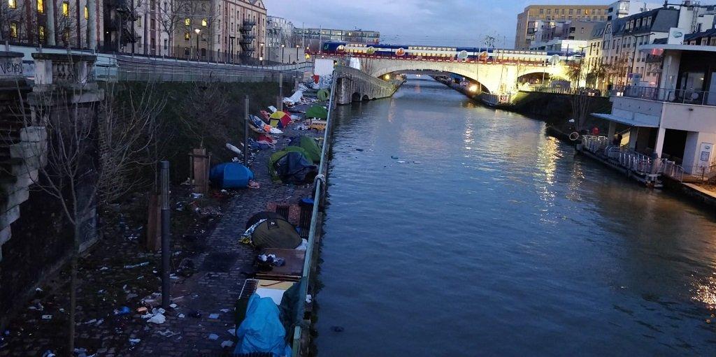 مخيم بورت دو لا فيليت المحاذي لقنال سان دوني شمال باريس بعد إخلائه، 4 شباط/فبراير 2020. مهاجر نيوز