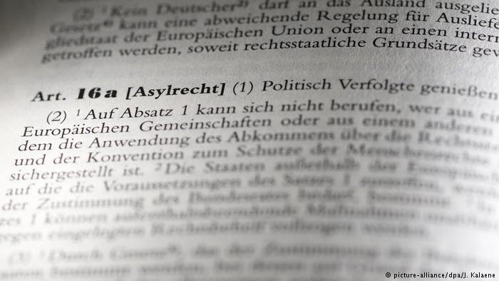 Article 16 of Germany's constitution | Photo: Picture-alliance/dpa/J.Kalaene